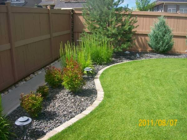 Wish i can live there garden edging ideas tips and pictures for Mulch border ideas