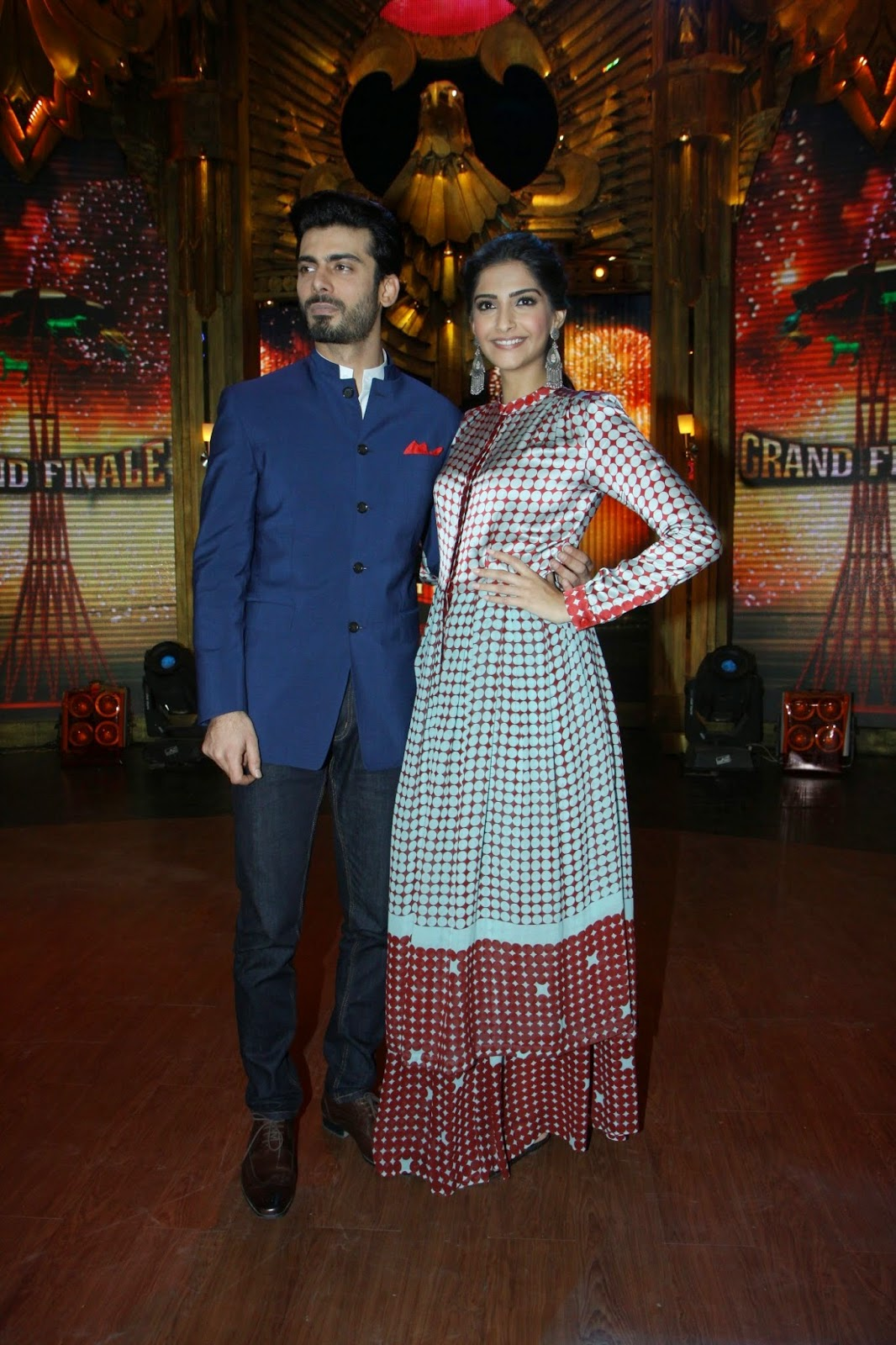 http://3.bp.blogspot.com/-9r0K956lRws/U9Ze6oGEeJI/AAAAAAABv_Y/7-J4Ymsn9c8/s1600/+Sonam+&+Fawad+Khan+at+Promotion+of+%27Khoobsurat%27+on+Entertainment+Ke+Liye+Kuch+Bhi+Karega+(2).JPG