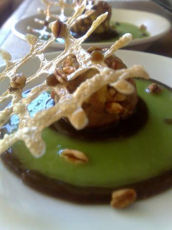 Pralina di foie gras, cacao, farro soffiato