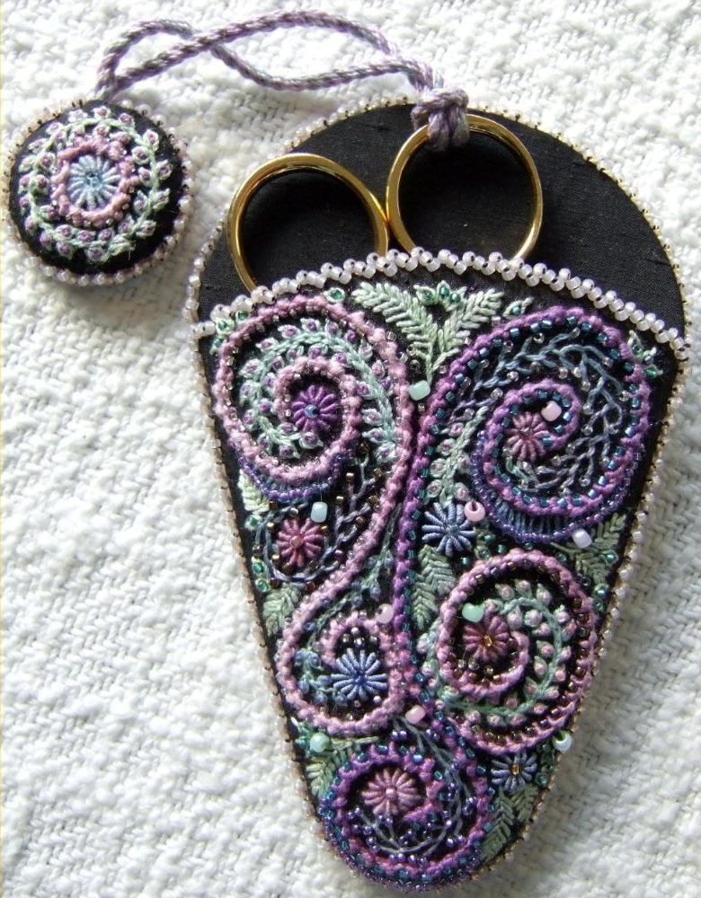 Из ткани и бисера.  Of fabric and beads.