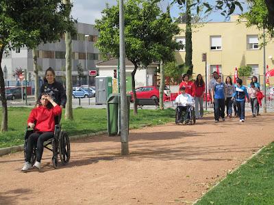 Vista de los alumnos participantes en silla de ruedas.