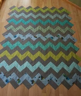 Zig Zag Quilt Pattern No Triangles : crazy mom quilts: how to make a zig zag quilt (without piecing triangles!)