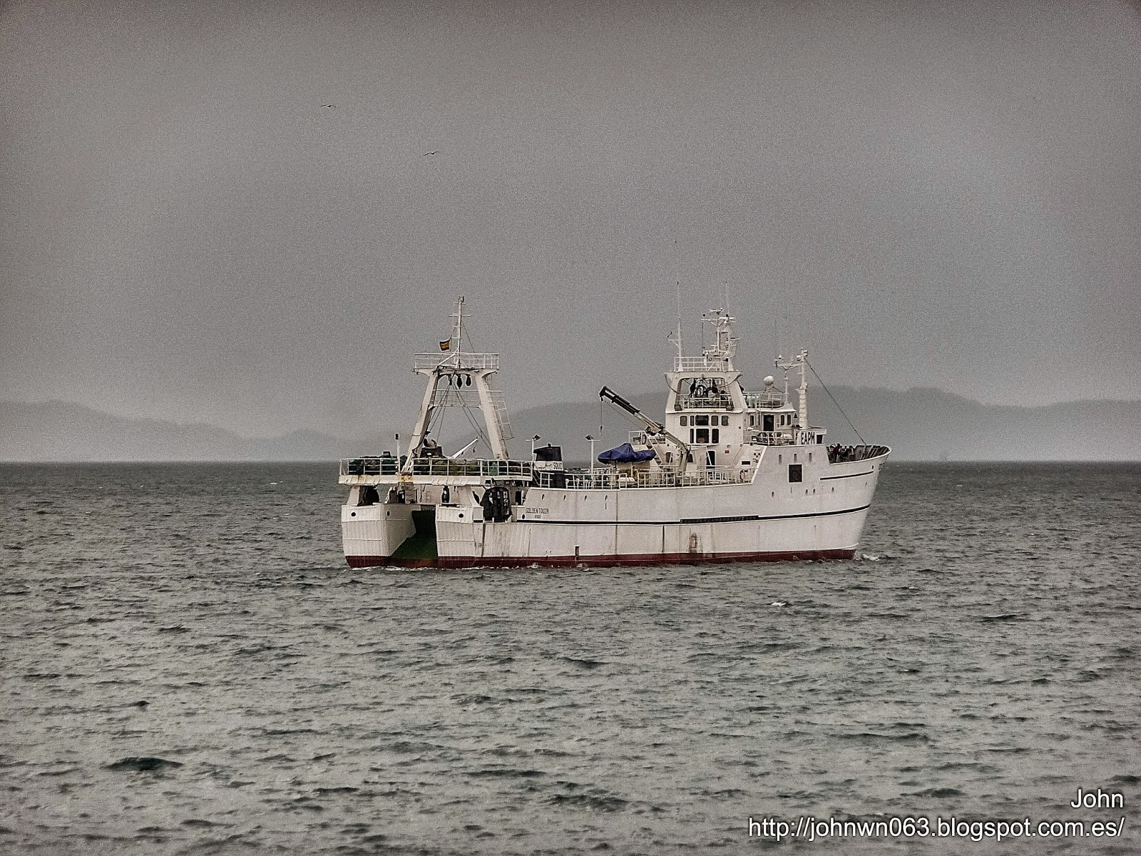 fotos de barcos, imagenes de barcos, golden touza, hermanos touza, arrastrero, vigo