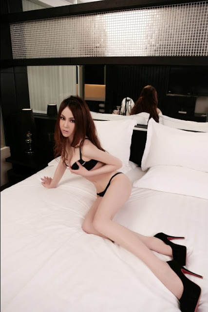 Moko's Girl Hou Shi Chen In Black Lingerie