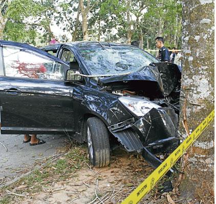 guru maut kemalangan kerana katak dalam kereta