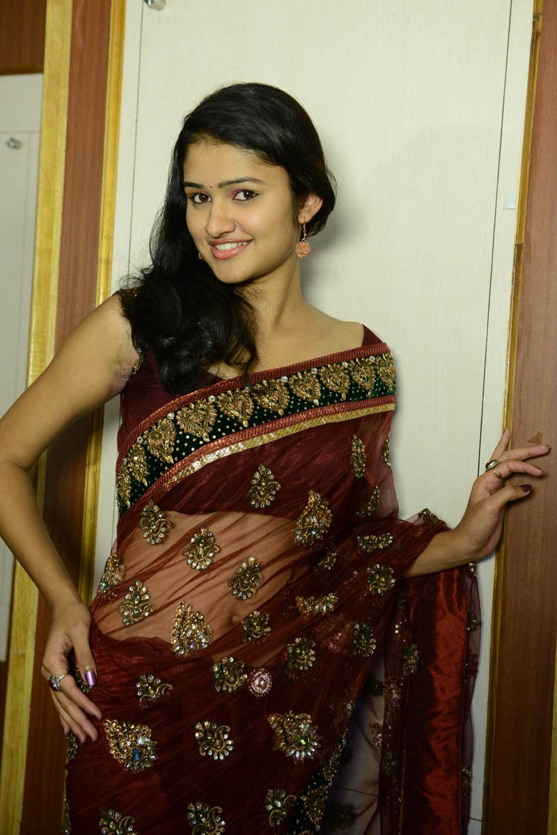 tamil hot heroines koushalya in saree photo gallery