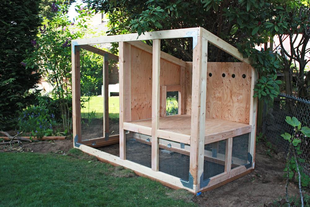 Skruben bloomin 39 chicken coop for Chicken coop vent ideas