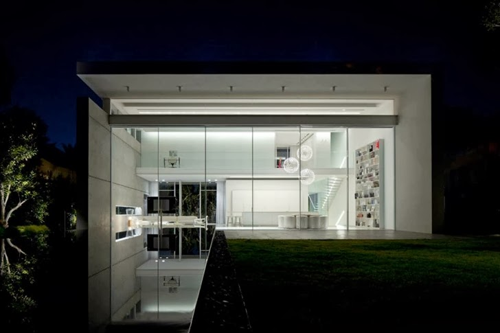 White Ramat Hasharon House by Pitsou Kedem Architects at night