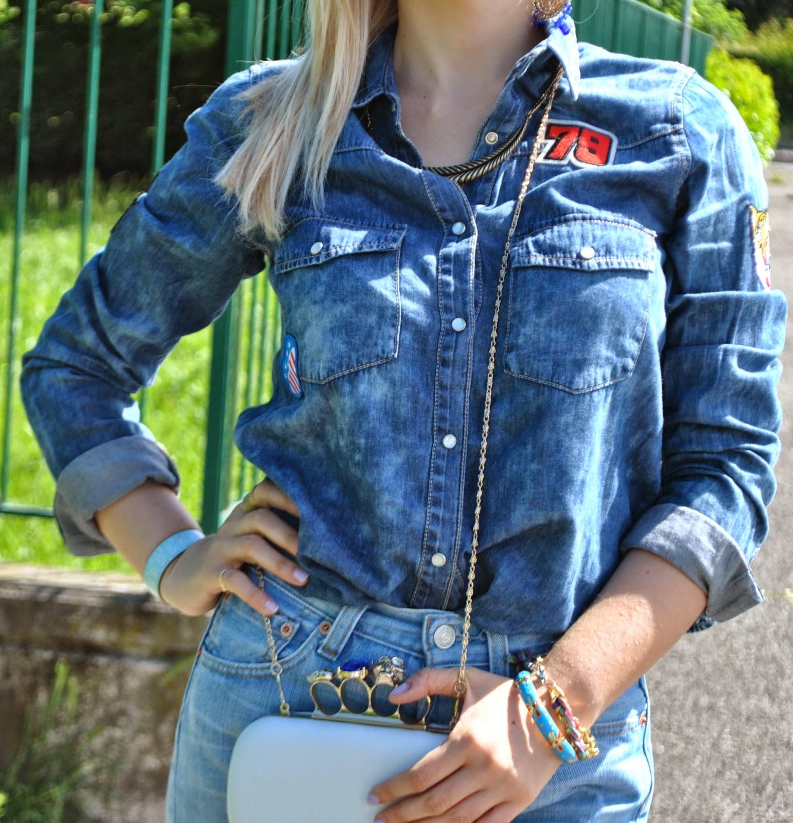 outfit denim outfit levi's 501 come indossare un vecchio paio di jeans come abbinare un veccio paio di jeans come indossare un vecchio paio di levi's 501 jeans arrotolati alle caviglie camicia in denim con stemmi cuciti camicia di jeans pimkie camicia in denim pimkie bracciale azzurro il centimetro clutch modello alexander mcqueen con teschio outfit borsa bianca jeans e tacchi outfit jeans e tacchi outfit primavera 2014 outfit primaverili fashion blogger italiane milano colorblock by felym blog di moda di mariafelicia magno outfit colorblock by felym outfit mariafelicia magno outfit maggio 2014 mariafelicia magno blogger di colorblock by felym occhiali da sole con lenti a specchio azzurre ragazze bionde outfit denim total look denim outfit jeans camicia in denim e tacchi alti