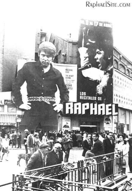 """Aquí una prueba de lo que digo:en la foto todavía puede leerse """"Los recitales de Raphael"""" en la cartelera."""