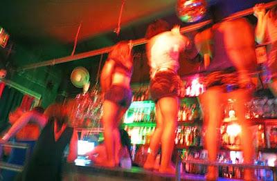Girlie bar in Phnom Penh table dancing