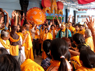 Devotees celebrating gopashtmi with Jagadguru Kripaluji Maharaj