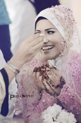 Gambar perkahwinan penyanyi kumpulan Exists, Ezad Lazim dan Nor Azeana ...