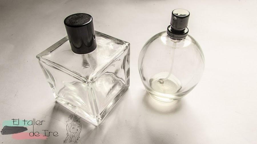 Reutilizar los frascos de colonia vacíos para hacer floreros