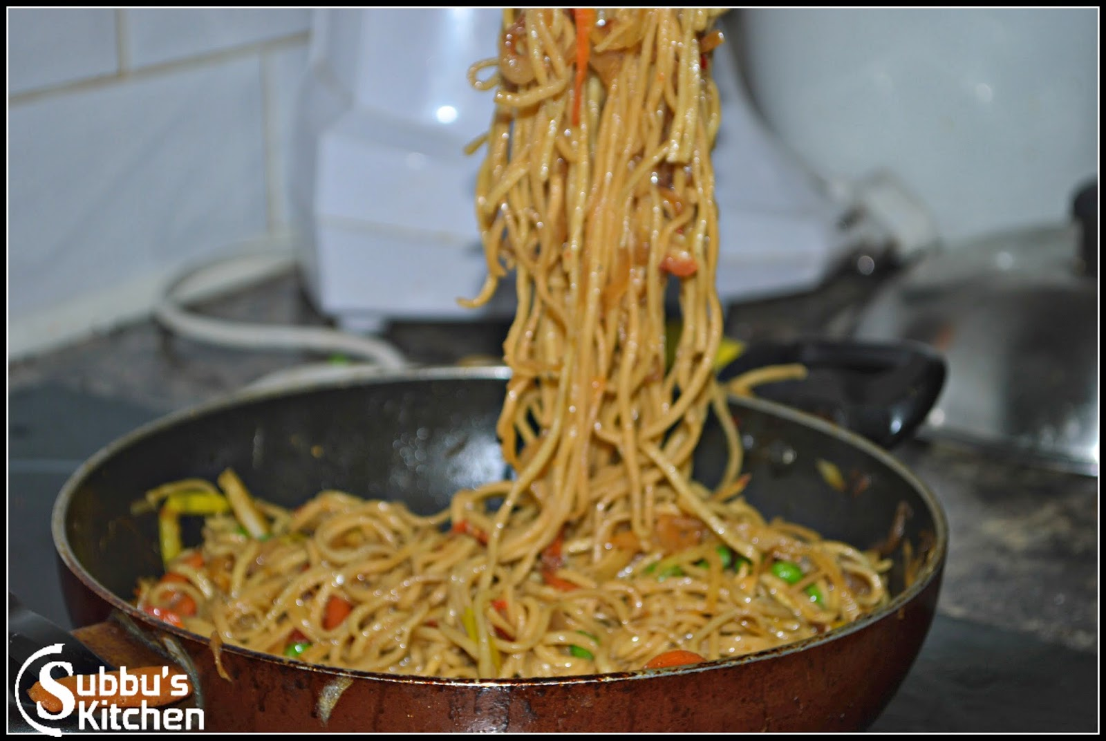 Vegetable noodles subbus kitchen the scrumptious piping hot vegetable noodles are ready to serve with any sauce basically in chinese restaurants noodles are served with manchurian sauce forumfinder Images