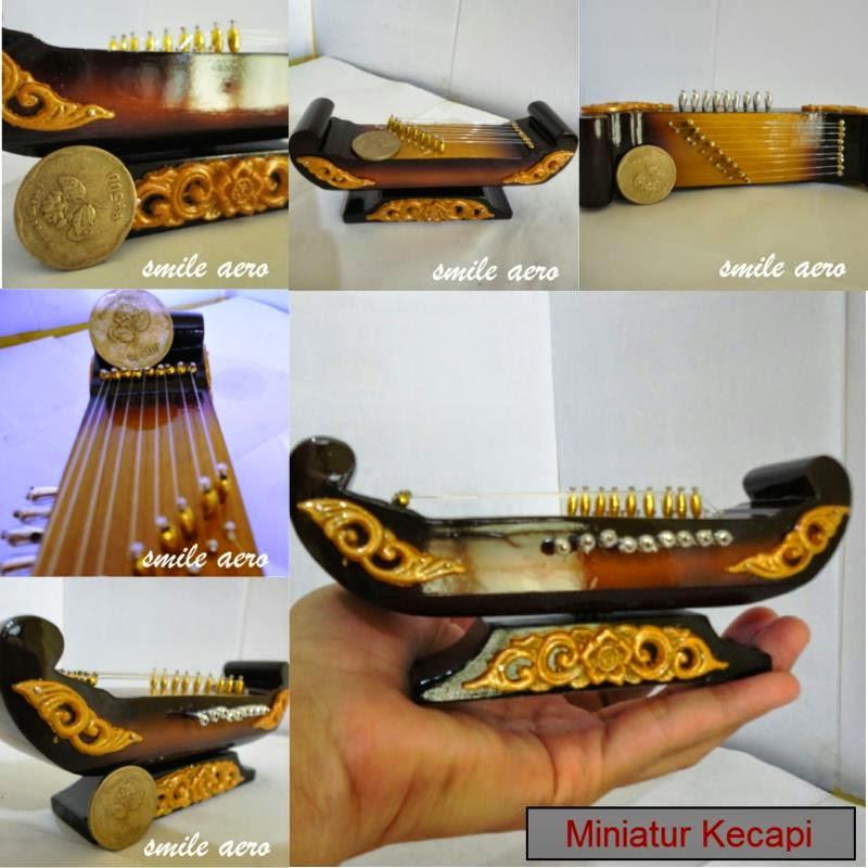 miniatur alat musik traditional
