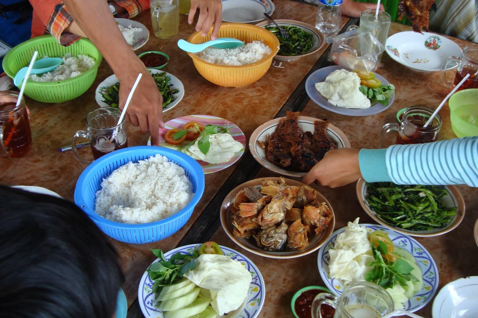 Berbagai menu tersedia di Rawa Jombor, Klaten