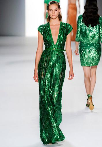дълга зелена рокля металик с V-образно деколте на Elie Saab