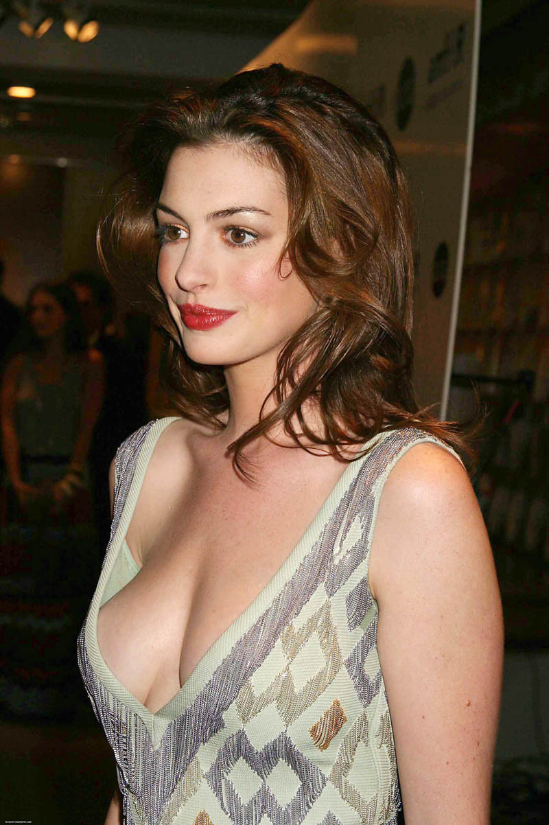 Best Cleavages in The World: Anne Hathaway Cleavage