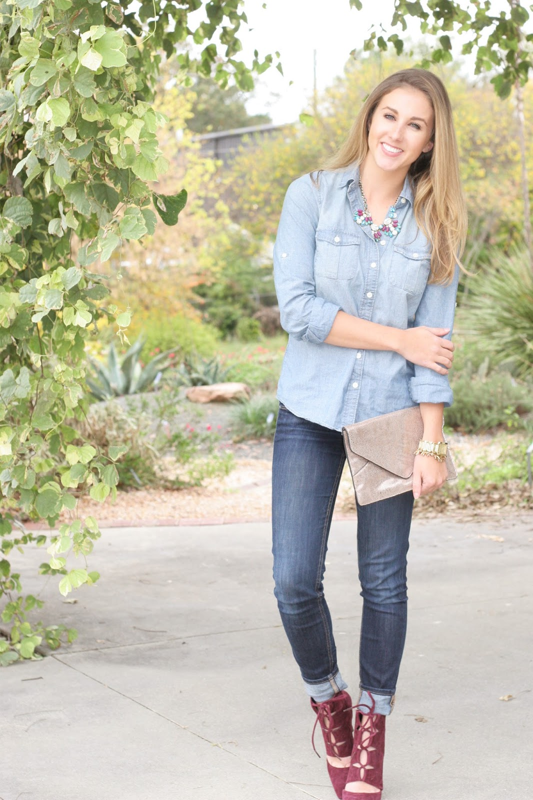 light-chambray-top-with-dark-skinny-jeans
