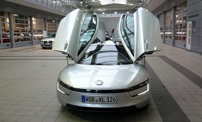 Volkswagen XL1 doors open