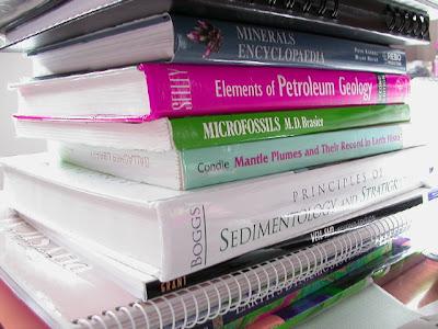 http://alizaka.blogspot.com/2011/10/jangan-beli-buku-baru-di-gramedia.html