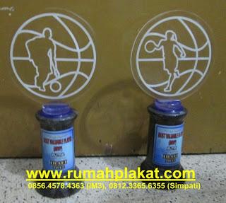 bursa plakat akrilik, cinderamata untuk wisudawan ITS, UNair, UNesa, Universitas brawijaya, 0856.4578.4363, www.rumahplakat.com