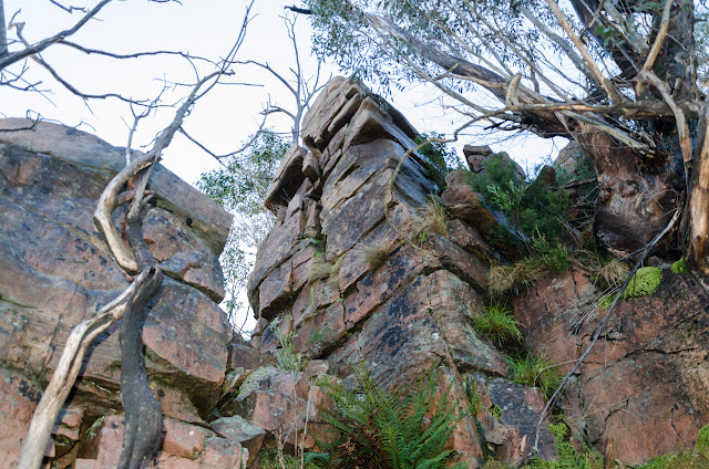 rocks on descent from banksia hill