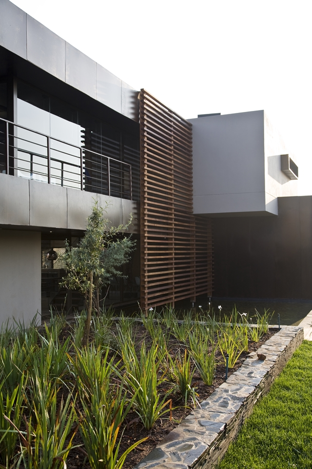 Modern facade of Serengeti House by Nico van der Meulen Architects