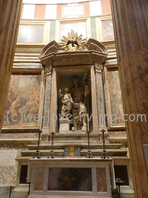 There are several of these statues on display within the Pantheon