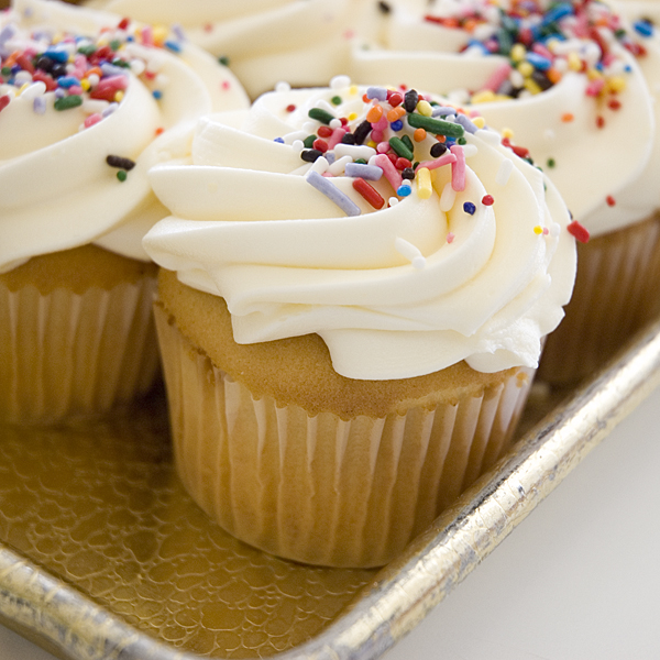 Easy Vanilla Cupcake