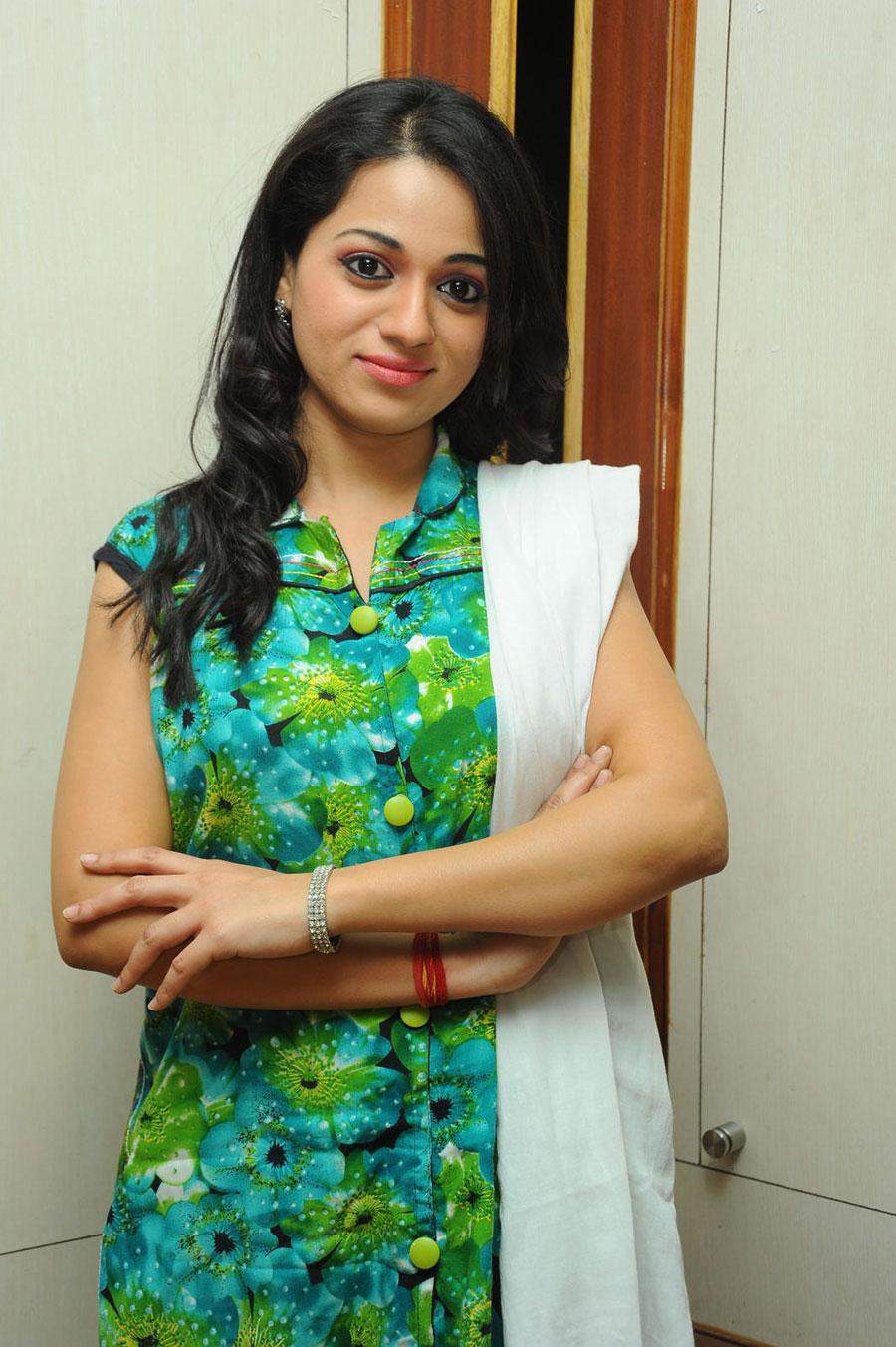hot darling Reshma in green latest photos at jai sriram platinum event