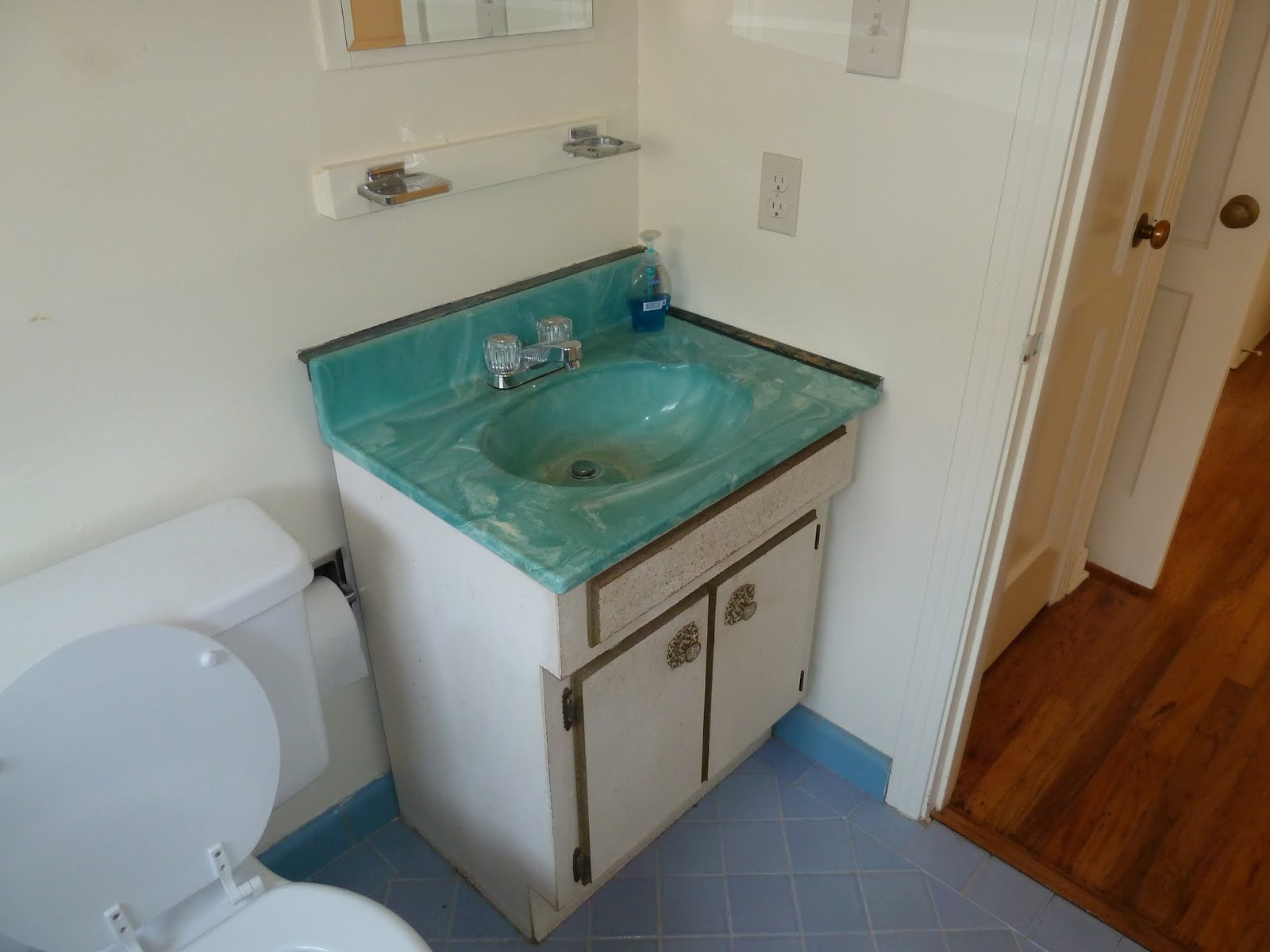 Over do it yourself bathroom renovation for Bathroom renovation do it yourself