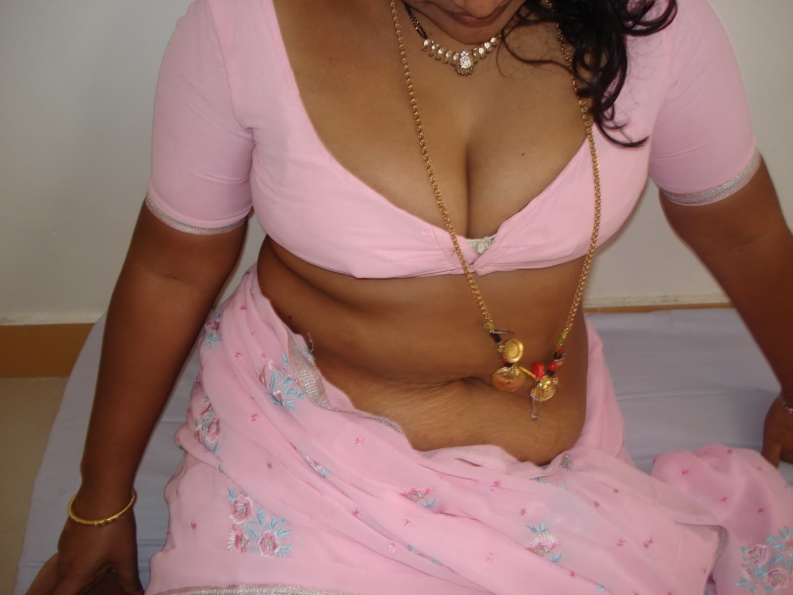 Aunties In Bra Aunty Nipples Big Boobs Desi Saree