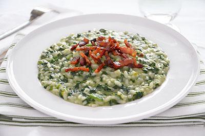 Risotto con spinaci e pancetta croccante