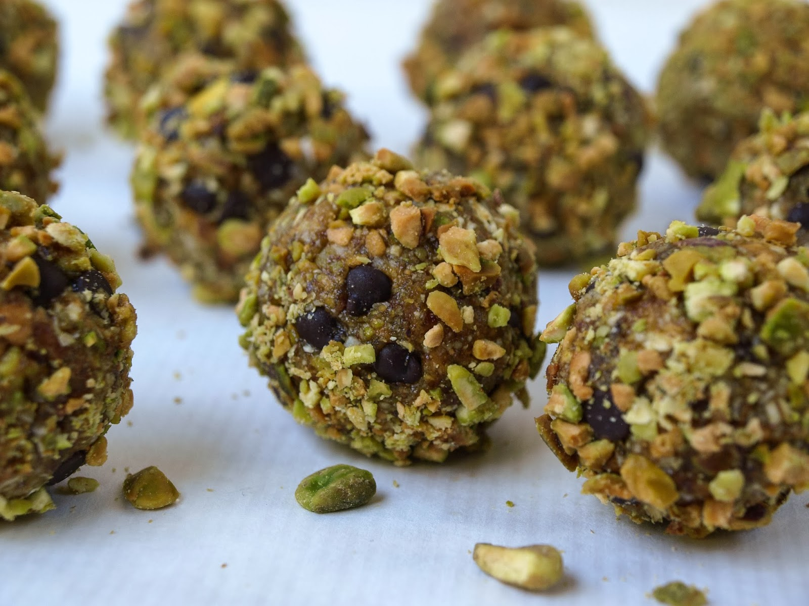 Raw Chocolate Pistachio Oatmeal Cookies