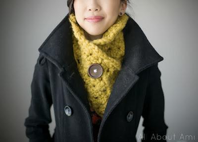 free crochet buttoned shell stitch cowl pattern