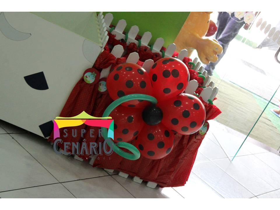 decoracao de balões jardim encantado:Opcional: arranjos de chão com balões de poá