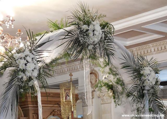 Арка у церкві, весілля