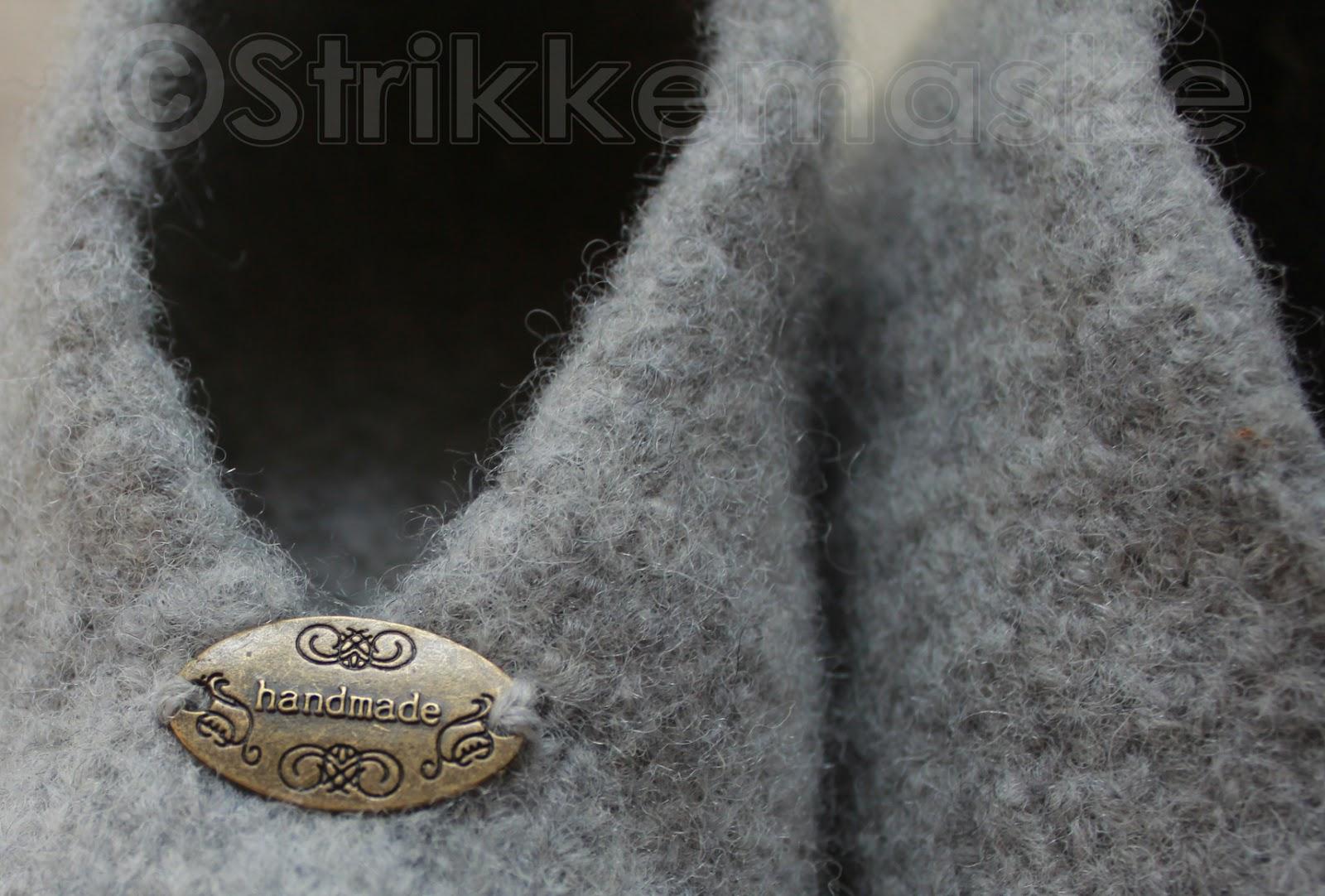 Tova tøfler med handmade merke av metall