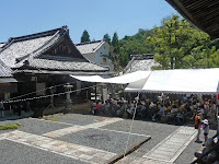 阿弥陀堂のステージではイベントが開かれた。