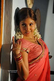 Komal-Jha-Latest-Stills-in-Saree