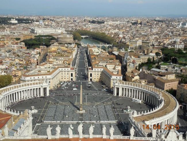 Roma se vede superb din Cupola San Pietro