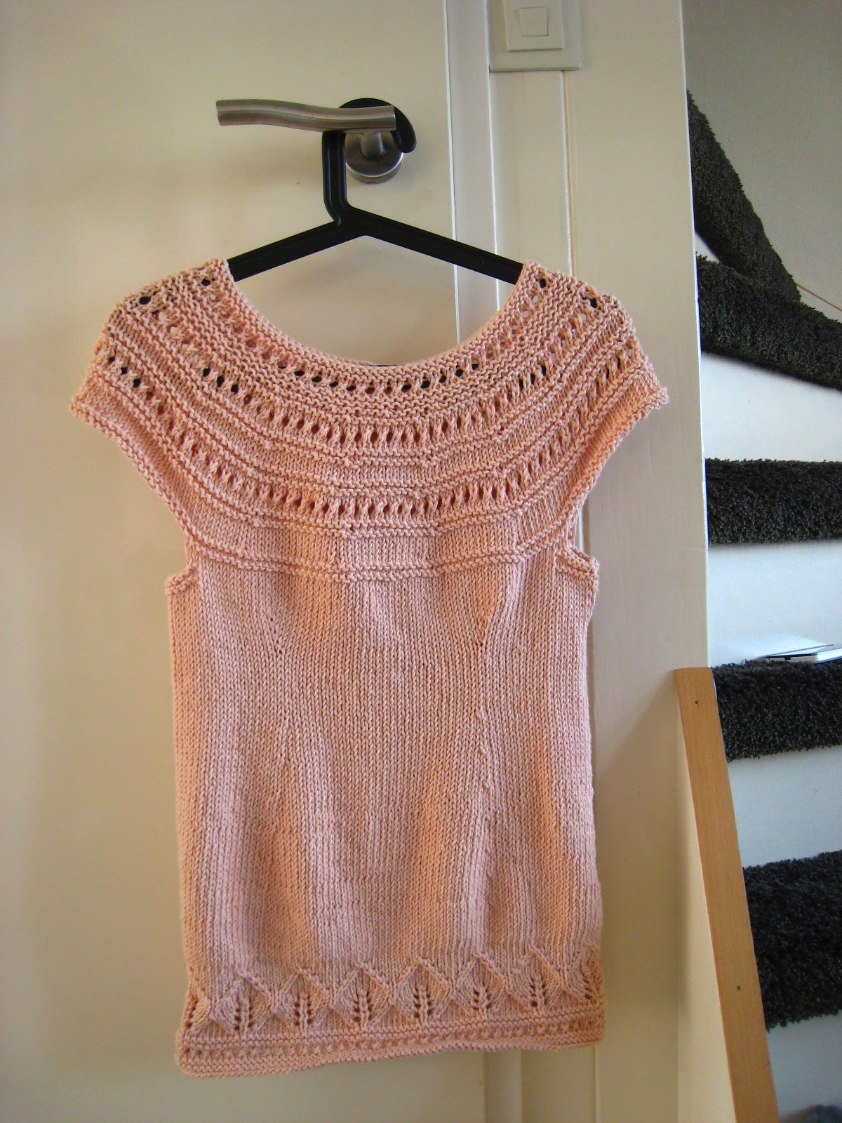 Oh Milly!: Knitted DROPS top with lace pattern and round yoke