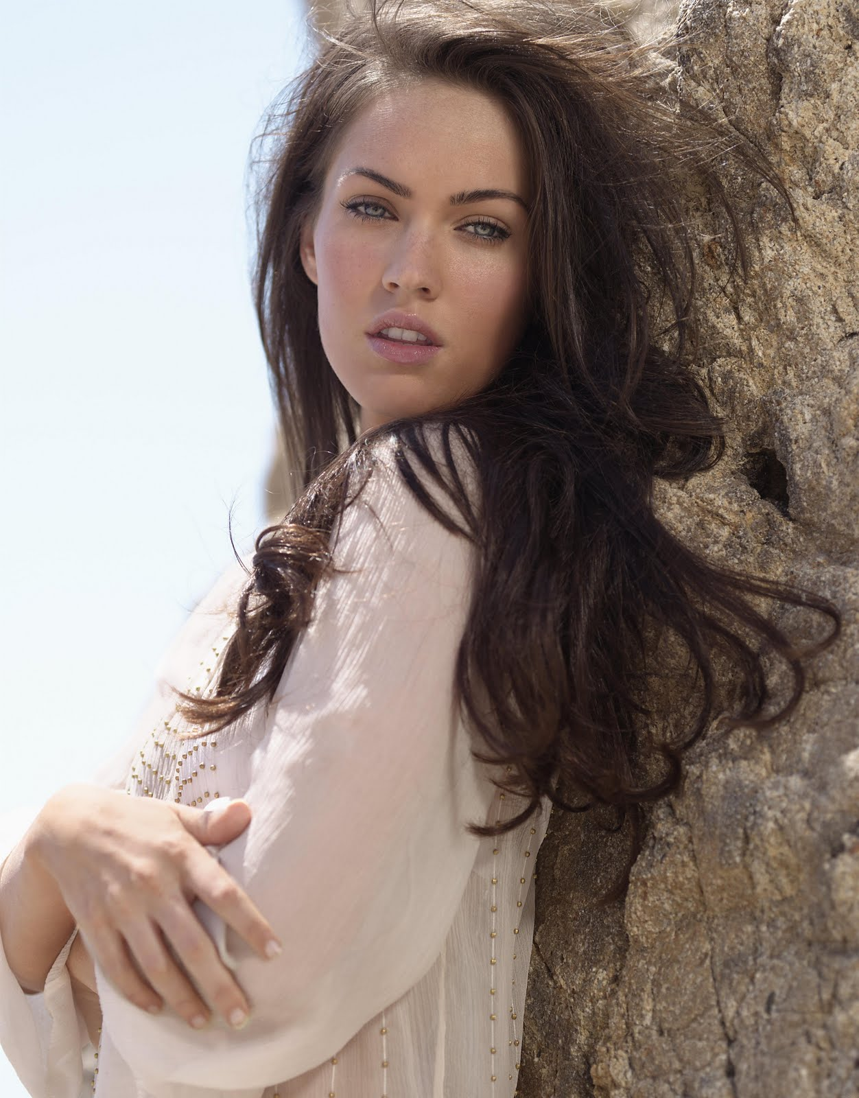http://3.bp.blogspot.com/-9xGQqOBfWKM/Tbl9wuNVGXI/AAAAAAAAAlY/-qLEVI3nrp4/s1600/Megan_Fox_21.jpg