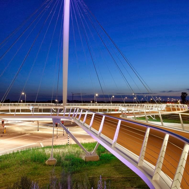 Hovenring, el puente circular flotante con ciclovía en Eindhoven