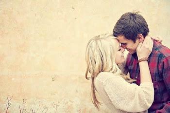 Enamora con miradas, calla con besos.