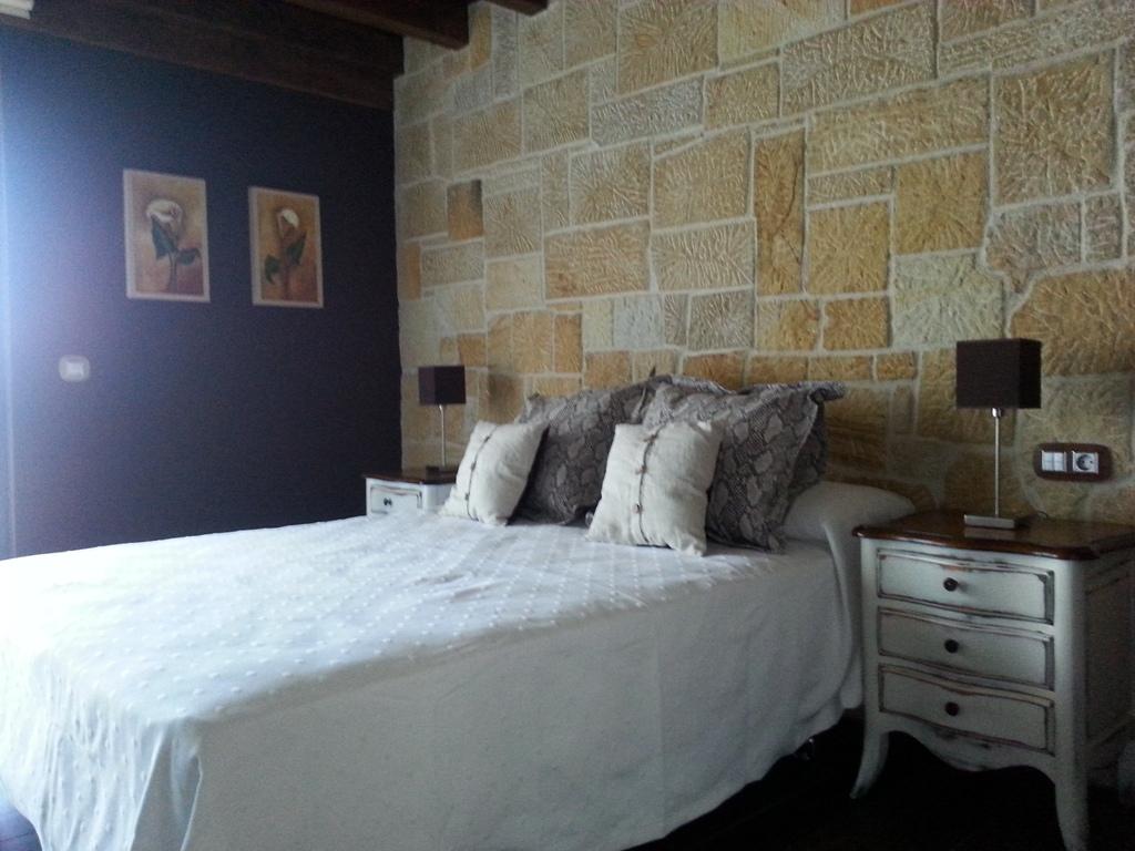 Habitaci n 23 posada venero cabarceno - Cabeceros de piedra ...
