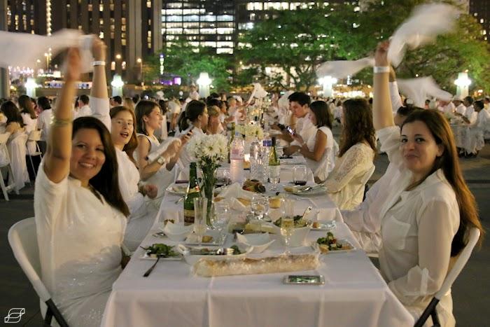 Diner en Blanc Chicago 2013 napkin twirl