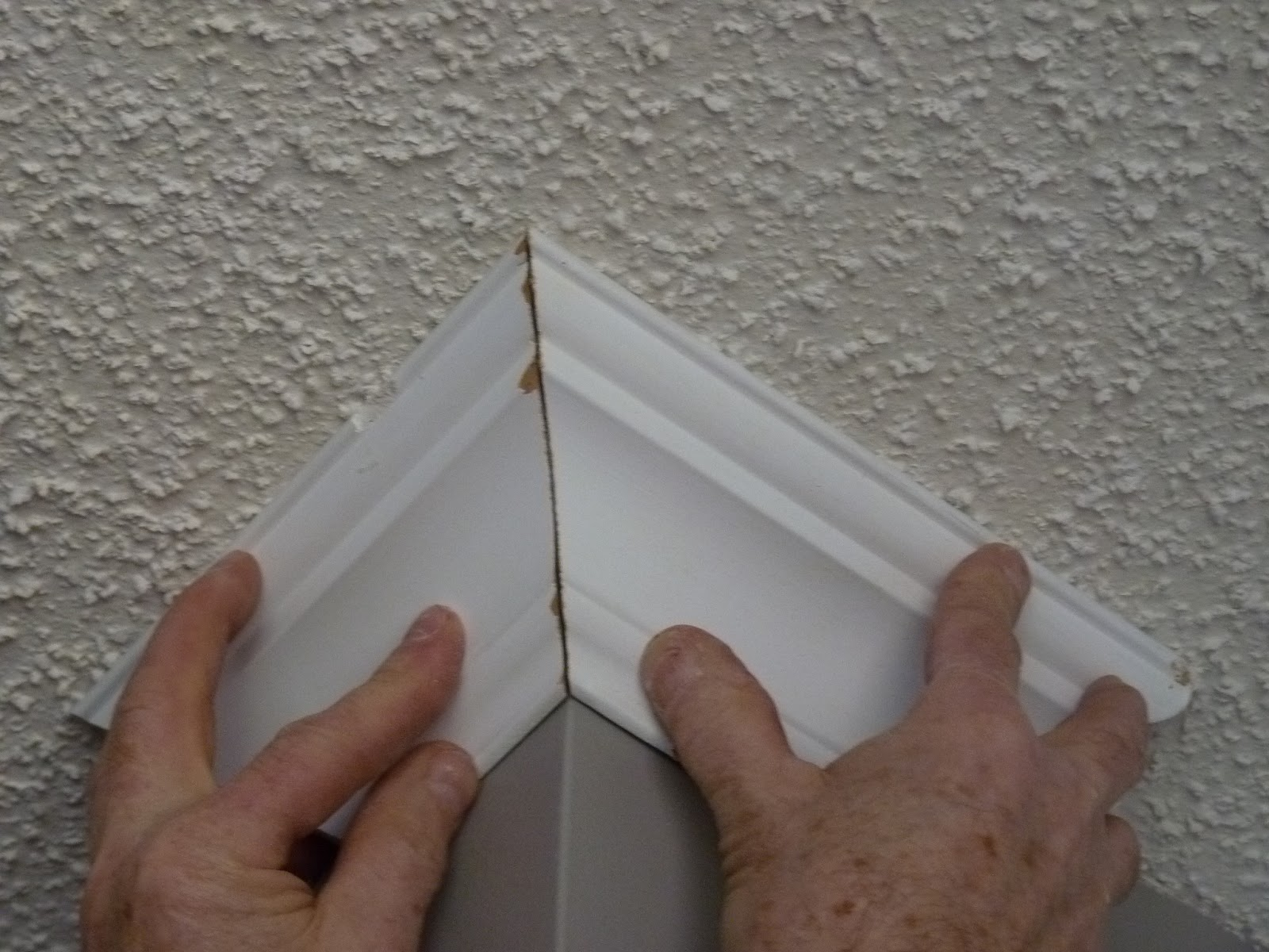 Cutting Crown Molding : D i y e s g n cutting and installing crown molding